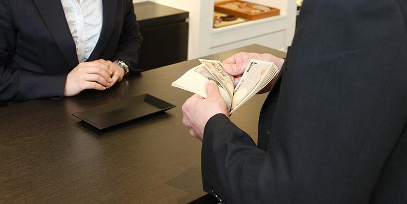 ロレックスを売ると税金は発生するのか?